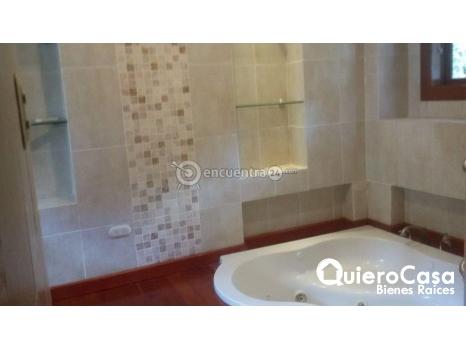 Lujosa casa en renta en Las Colinas cod: C143J