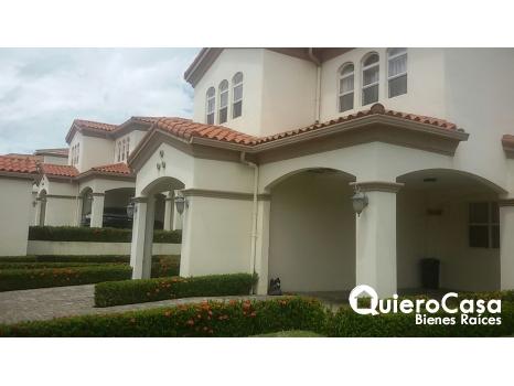 Hermosa casa en Las Colinas / Linea Blanca