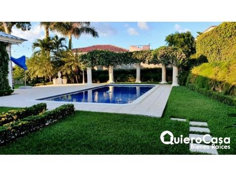 Preciosa casa en Las Colinas con piscina