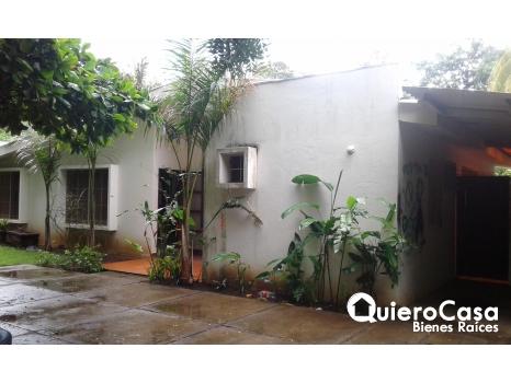 Amplia casa en alquiler en Cr Sur CN0005