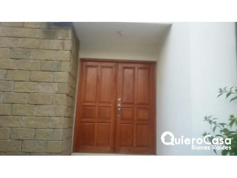 Amplia casa en alquiler Las Colinas