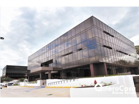 Se alquila oficina de 96 mts2 en edificio ofiplaza el Retiro