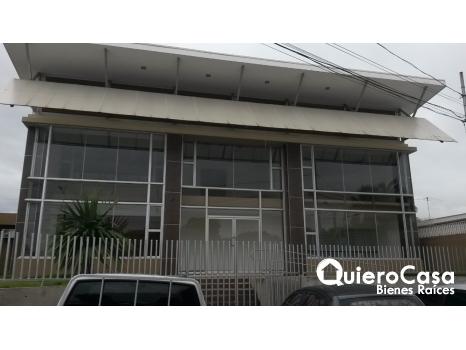 Edificio de dos plantas en Altamira