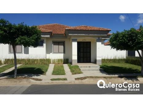 Se alquila bonita casa en Santo Domingo