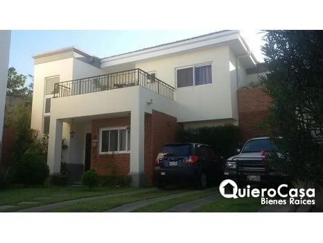 Bonita casa en venta en Arboleda, Las Colinas