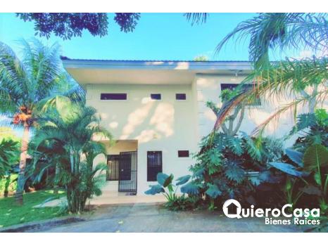Preciosa casa amueblada en Jardines de Santo Domingo