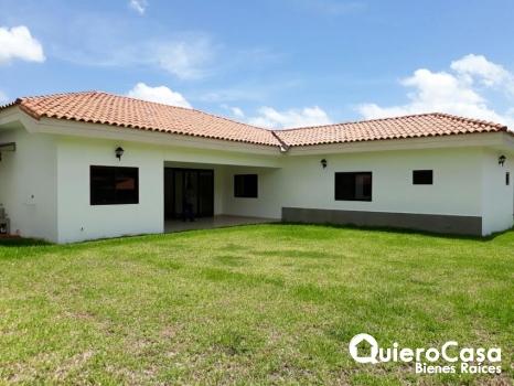 venta de Amplia Casa en  Lomas de Santa Lucia