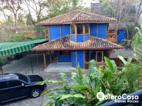 Se alquila Bonita Casa en Villa Fontana