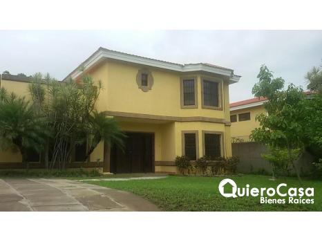 Alquiler de preciosa casa en Estancia de Santo Domingo,