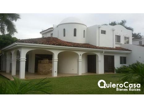 Se alquila casa en Santo Domingo,