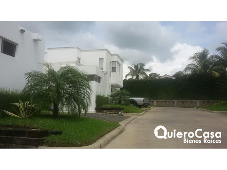 Bonita casa en alquiler en Santo Domingo,
