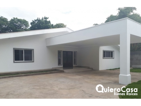 Se vende amplia casa en Carretera Sur
