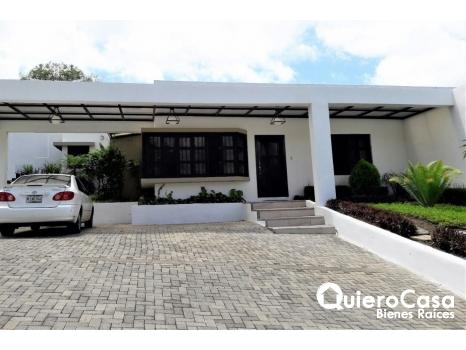 Bonita casa en venta en Jardines de Santo Domingo