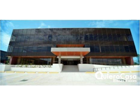 Se renta oficina de 97 mts2 en Ofiplaza El Retiro