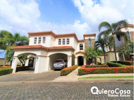 Alquiler de Casa  en Las Colinas