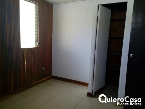 Se renta casa en Los Robles