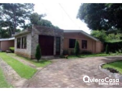 Se vende hermosa casa en Carretera Sur