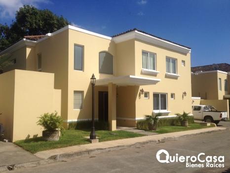 Renta de Casa con 5 habitaciones en Las Colinas
