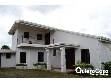 Se renta hermosa casa en Las Colinas