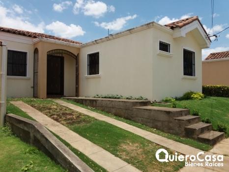 Bonita casa en renta en Las Colinas