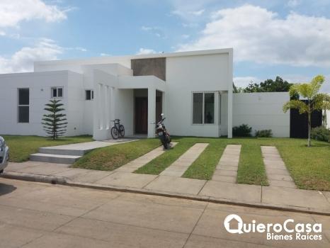 Hermosa y bonita casa en Las Colinas