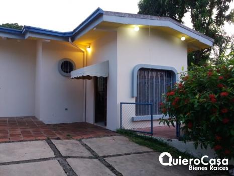 Renta bonita casa en el Mirador de Santo Domingo