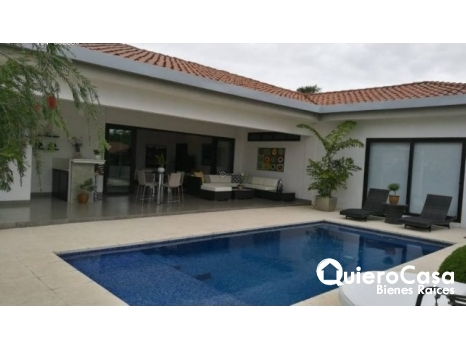 Casa en Alquiler Condominio Lomas de Santa Lucia Santo Domingo