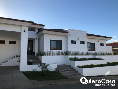 Preciosa casa en venta , mejor clima de managua