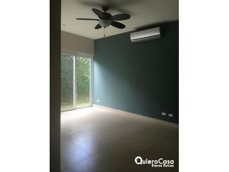 Amplia y moderna casa en condominio exclusivo