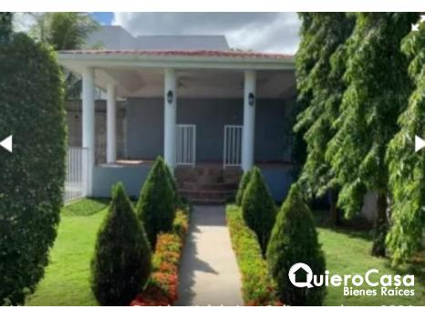 Hermosa casa en renta en Las Colinas