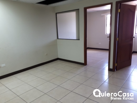 Se renta oficina de 110 mts2 en Villa Fontana