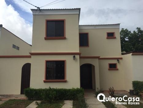 Se renta bonita casa en Paseo de las Colinas