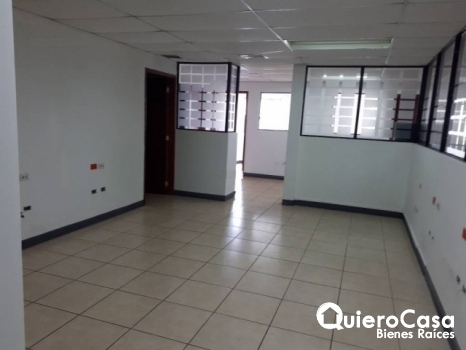 Oficina en alquiler de 120 mts2 en Villa Fontana