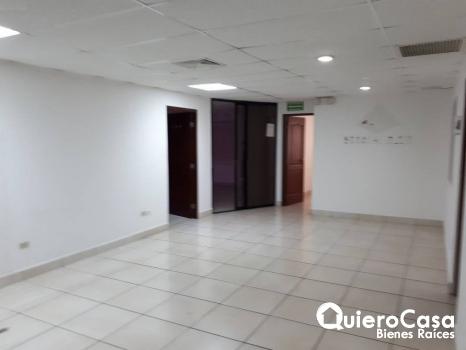 Oficina en alquiler de 182 mts2 en Villa Fontana