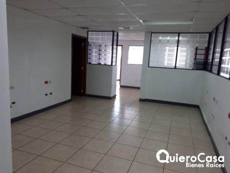 Oficina en alquiler de 600 mts2 en Villa Fontana