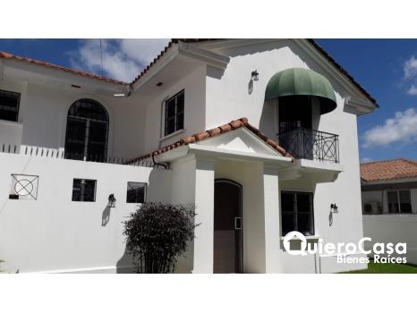 Preciosa casa en Estancia Santo Domingo