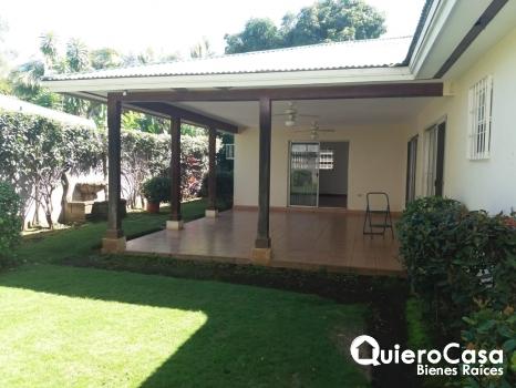 Renta de casa en Las Colinas