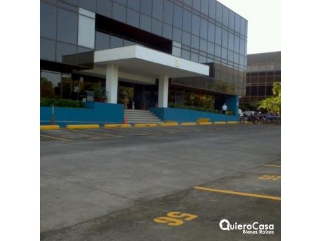 Alquiler de oficina de 1,300 mts2 en ofiplaza