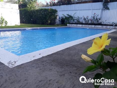 Renta de hermosa casa con piscina en Las Colinas