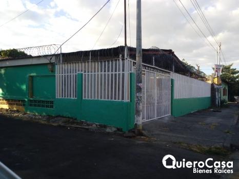 Se renta amplia casa en Avenida Principal de la Clínica don Bosco