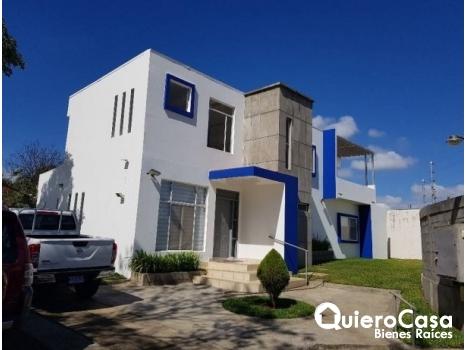 Alquiler de Preciosa casa con piscina en Las Colinas