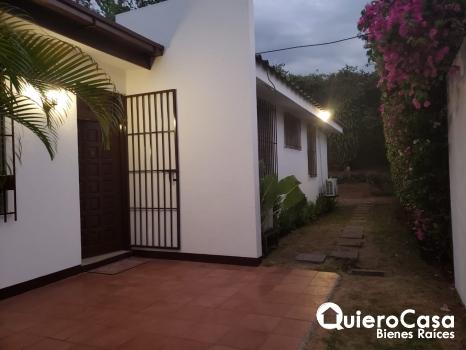 Se renta amplia  casa en Villa Fontana
