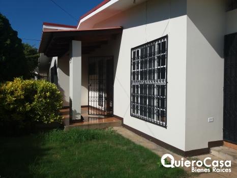 Renta de hermosa casa en Reparto San Juan ideal para Oficina