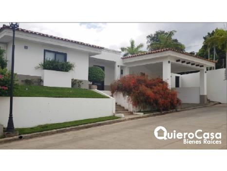 Hermosa casa  moderna en Santa Lucia