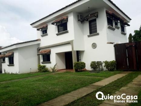 Acogedora casa en la estancia de Santo Domingo.