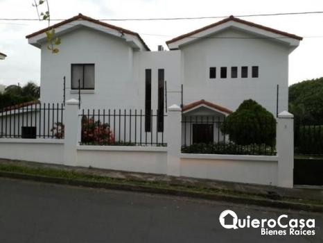 Preciosa casa en Obelisco de Santo Domingo