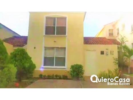 Renta de preciosa casa en santa Catalina