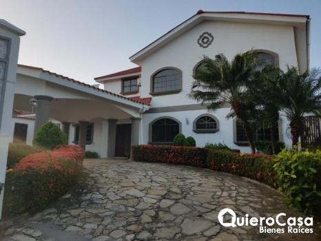 Renta de espectacular casa en el Mirador las cumbres CK0278