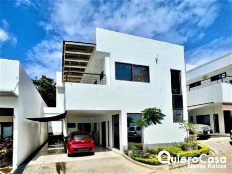 Renta de hermosa casa en Villa Fontana Sur CK0321