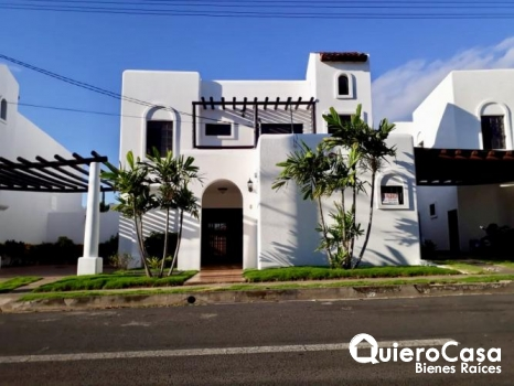 Hermosa casa en renta por Colegio Americano